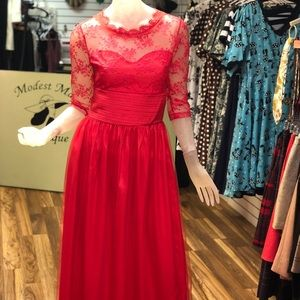 Sweetheart neckline Red lace dress